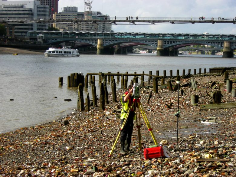 Foreshore working - www.evanslangford.comsurvey-thames-foreshore-surroundings